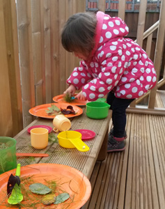 simple-outdoor-play-kitchen-2