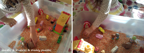 Pretend play with the farm sensory tub