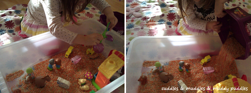 Farm sensory tub scooping and pouring